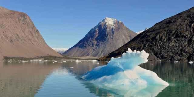 deshielo de un iceberg en Groenlandia