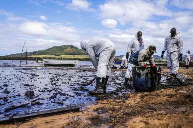 limpieza de un playa en Mauricio