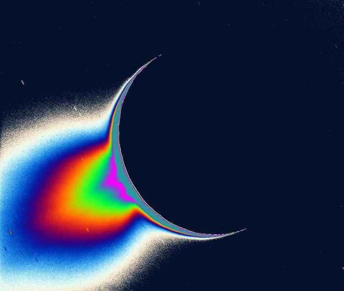 Luna Encelado de Saturno