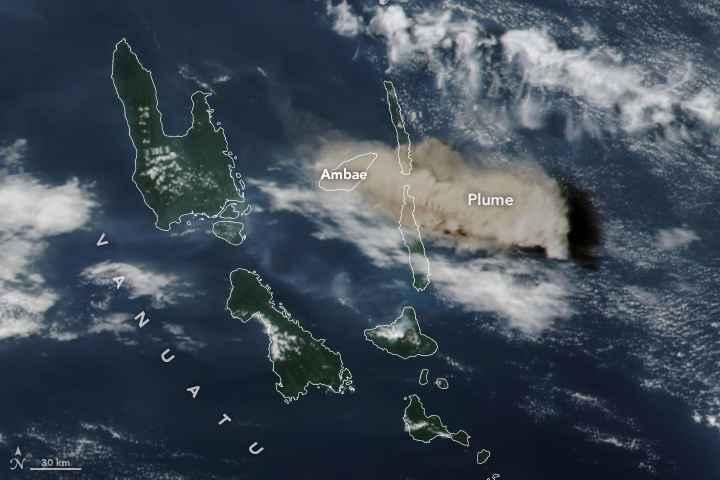 erupción en Ambae desde satélite
