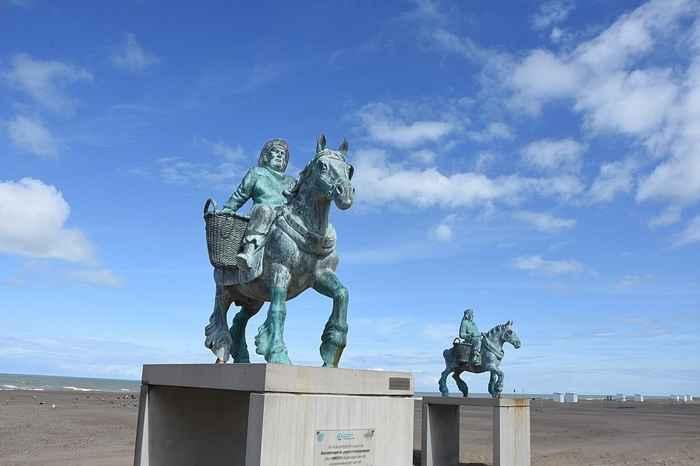monumento a la pesca a caballo de Oostduinkerke