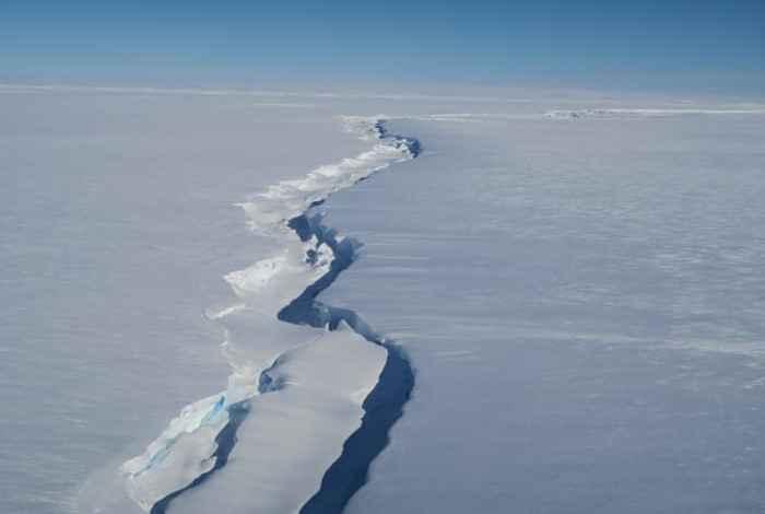 grieta en la plataforma de hielo Brunt