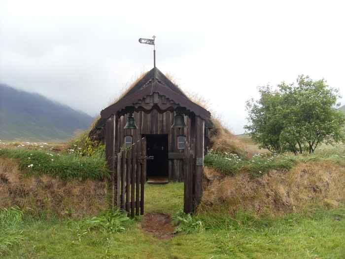 iglesia antigua en un granja de Islandia
