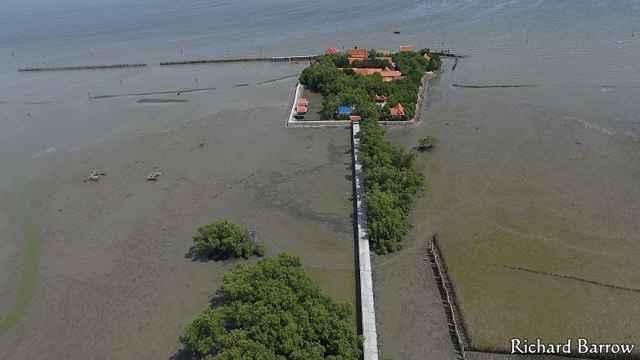 templo flotante de Samut Chin en  Somnuek, Tailandia