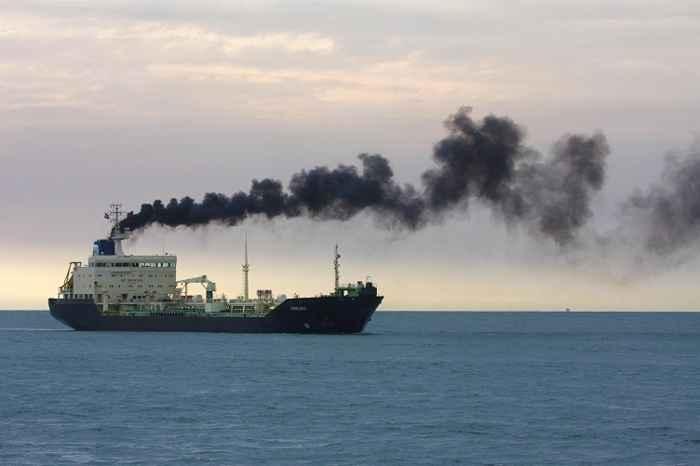 emisión de gases de un barco