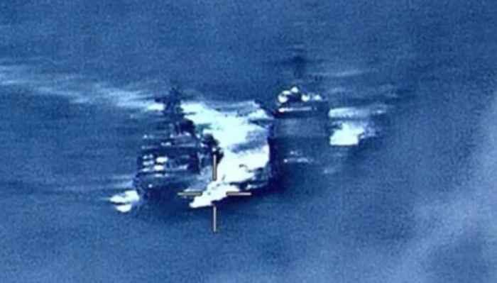 cruce de buques de guerra
