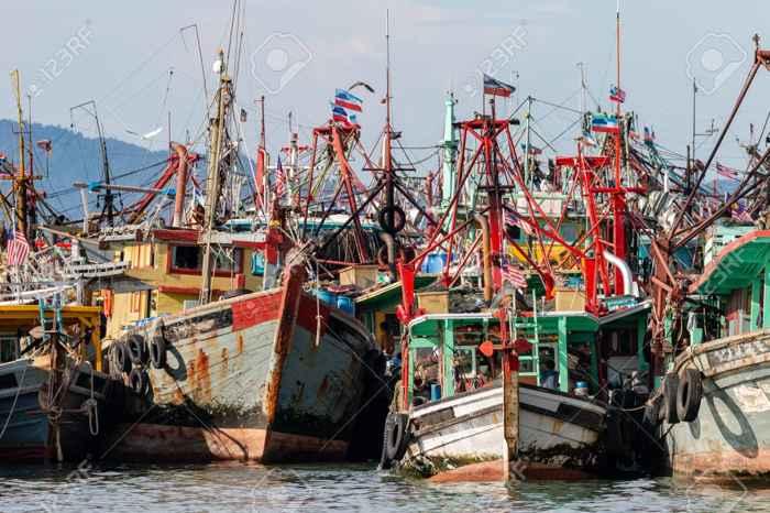 una flota pesquera en Asia