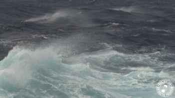 aumentan olas y vientos