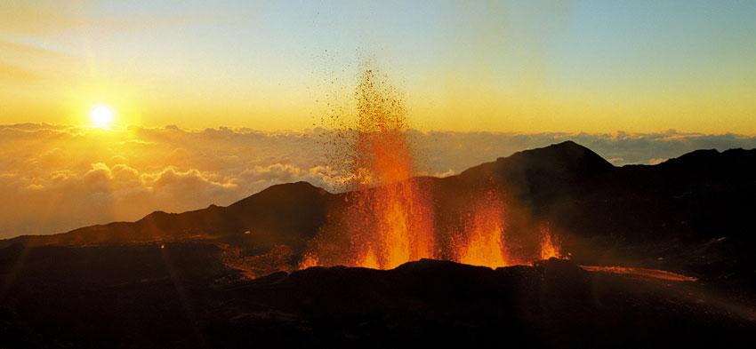 erupción de volcán Piton de la Fournaise, agosto 2015