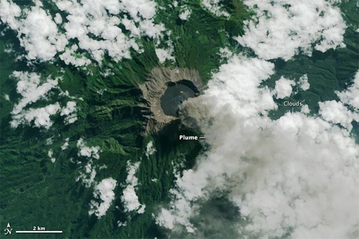 erupción del volcán Raung desde el satélite Landsat 8