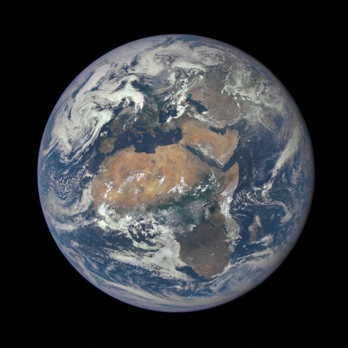 África y Europa desde un millón de millas de distancia