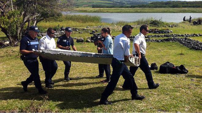 flaperón de un Boeing 777 encontrado en las Isla Reunión
