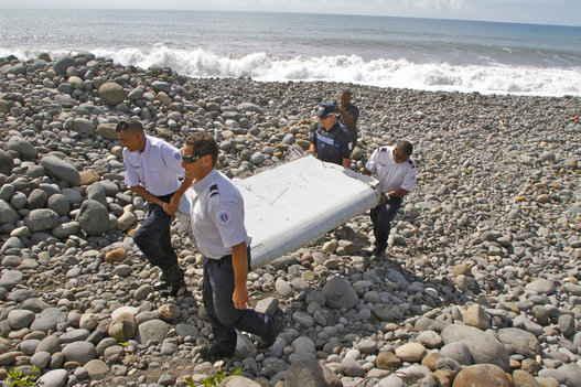 flaperón del un Boeing 777 encontradi en la isla de Reunion