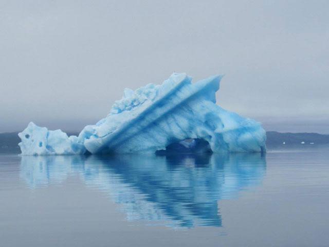 témpano de hielo en una polinia