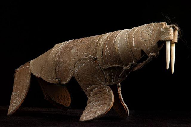 morsa hecha de piel humana