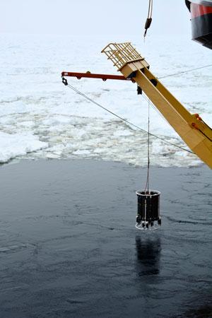 recogida de muestras con una roseta oceánica