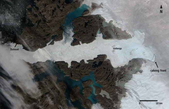 parto de un iceberg en el glaciar Jakobshavn, Groenlandia