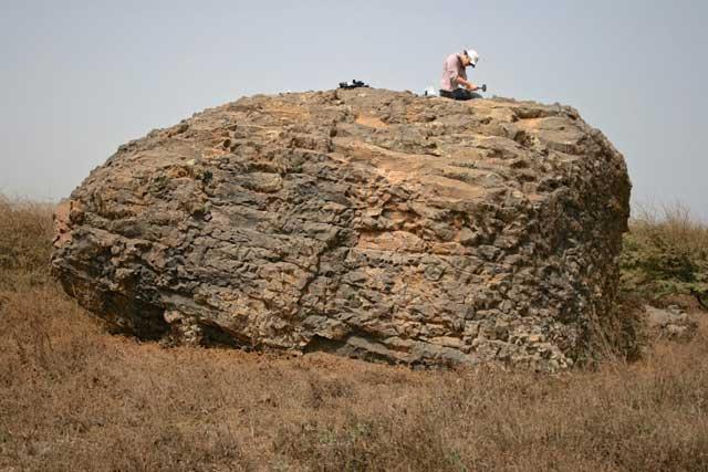 roca desplazada por el megatsunami en la Isla de Santiago
