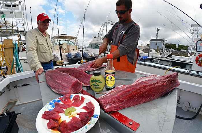 preparando sashimi