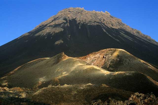 volcán Fogo, Cabo Verde, visto desde tierra