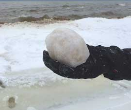 bola de hielo en el lago Michigan