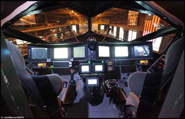 buque de guerra Ghost, cabina