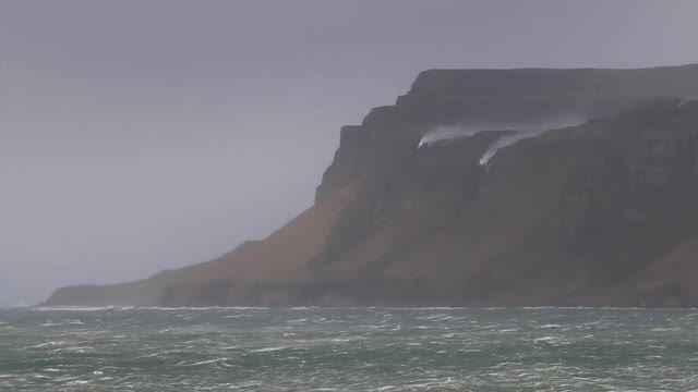 La tormenta Henry sopla una cascada hacia atrás