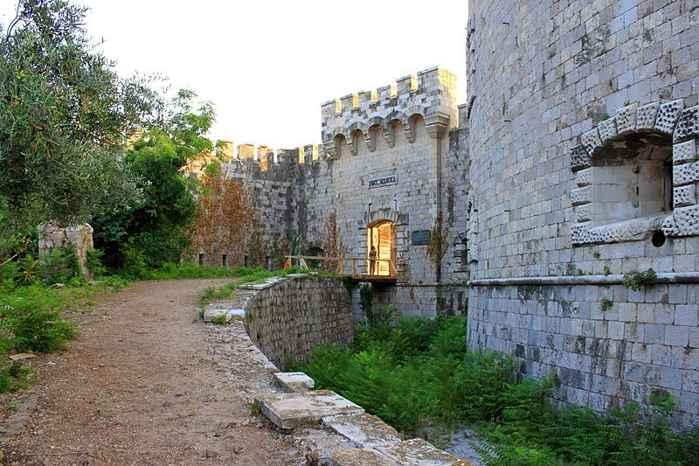 fortaleza en la Isla de Manula, Montenegro