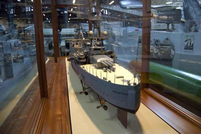 maqueta del USS Houston
