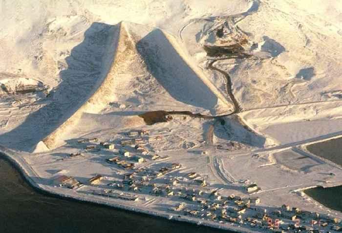 muro anti avalanchas de Flateyri en invierno
