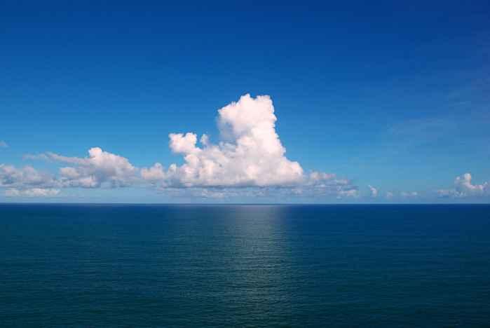 nubes en el Océano Atlantico
