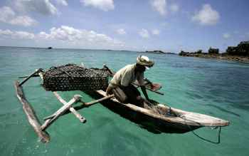 pesca con cesta en Tanzania