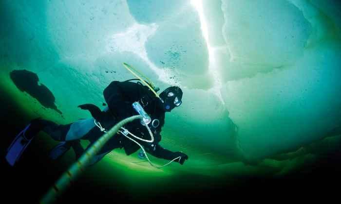 récord mundial de buceo bajo el hielo
