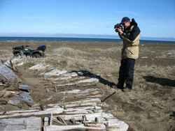restos de barco ballenero en la costa de Alaska