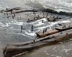 restos del naufragio de un barco ballenero en la costa de Alaska