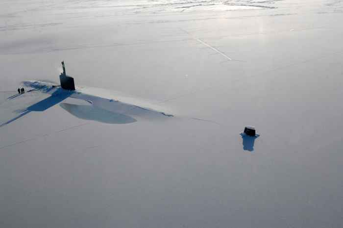 submarino nuclear USS Hartford emerje del hielo
