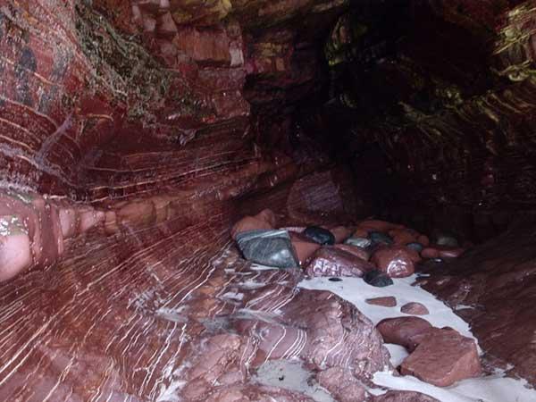 antiguas-rocas de Stoer Bay, Escocia, donde hallaron las bacterías