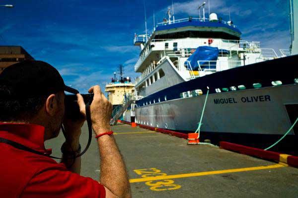 buque oceanográfico Miguél Oliver en puerto