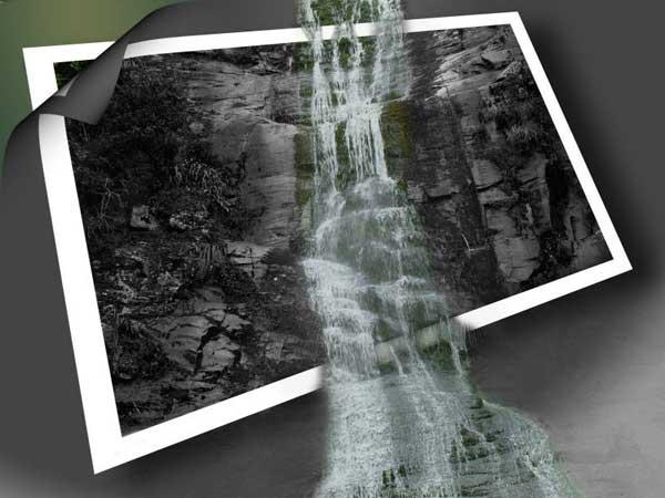 Una cascada salta de la foto