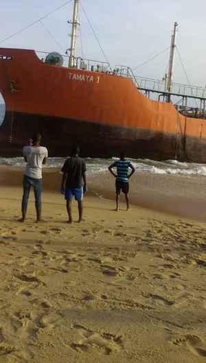 barco fantasma Tamaya 1 en playa de Liberia