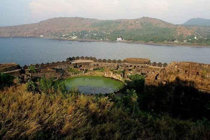 Fortaleza marina Murud-Janjira, depósito de agua