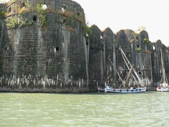 Fortaleza marina Murud-Janjira, muralla
