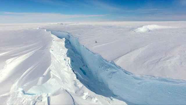 grieta en la Antártida cerca de la Halley Research Station