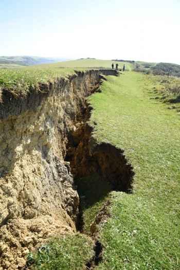 grieta por deslizamiento de tierra en Bowleaze Cove