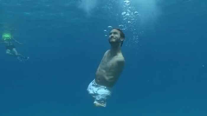 Nick Vujicic nadando
