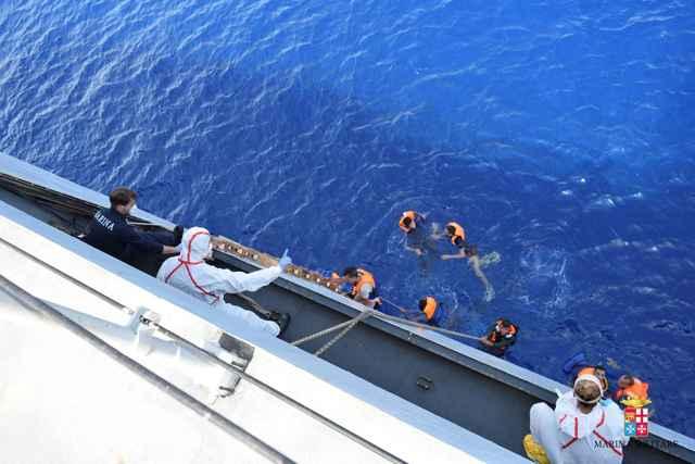 rescate de refugiados en el Mediterráneo