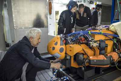 robot submarino OceanOne, montaje