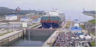 barco chino atraviesa el Canal de Panamá ampliado