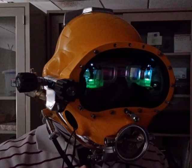 nuevo casco de buceador de la Marina de Estados Unidos