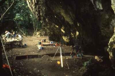 excavaciones en la cueva Tangatatau